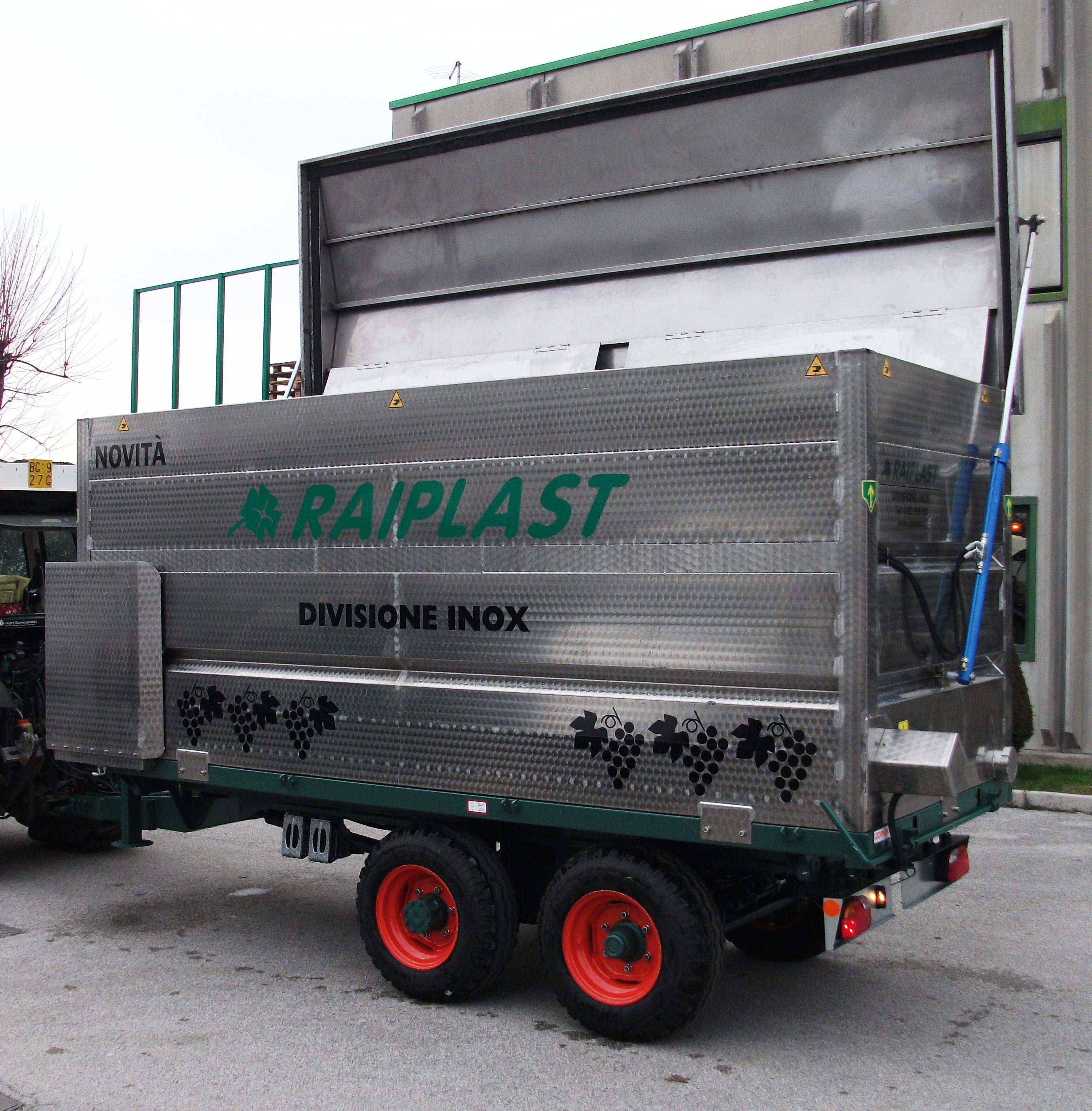 Vasca per trasporto uva e cereali e concimazione for Vasca trasporto uva usata